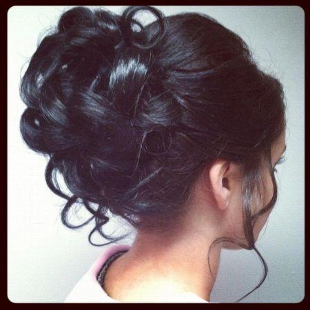 20 Les différentes coiffures bouclées de mariage