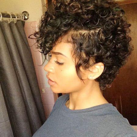 20 Coiffures courtes fantaisie pour les femmes noires