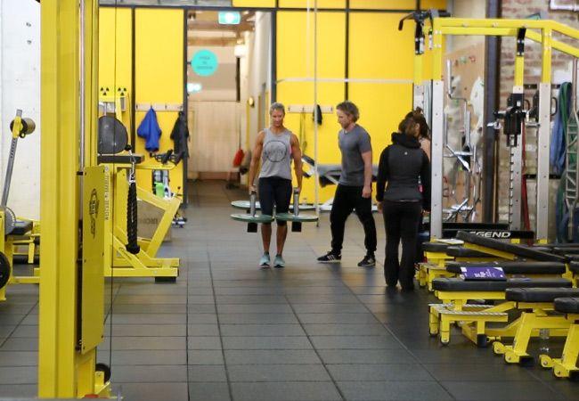 5Ème élément de bien-être modifié la séance d`entraînement Strongman