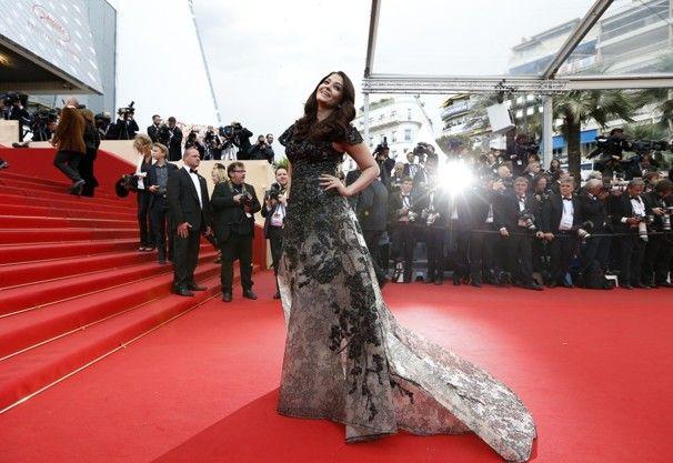 Aishwarya Rai dans elie saab & ventilation de maquillage: 2013 cannes