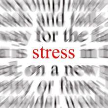 Le stress peut causer de l`acné des adultes et d`autres problèmes de peau?