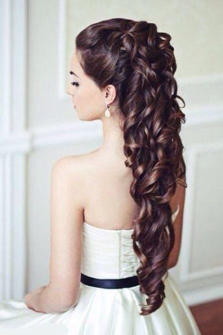 Différentes coiffures bouclées de mariage