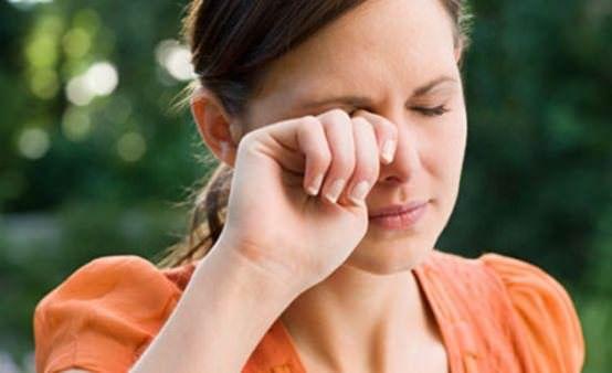 Les remèdes maison pour le traitement des yeux qui piquent