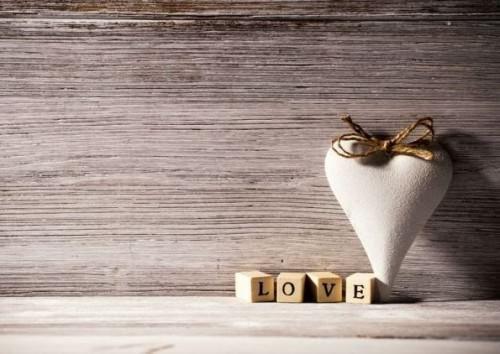 Comment aimer (votre petit ami, une femme, vous-même ou quelqu`un)?