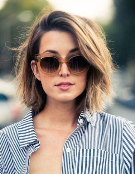 Coupes de cheveux d`entretien bas et styles