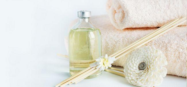 Top 14 des avantages de bois de santal (chandan) huile pour la peau et la santé